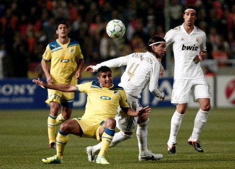 Ailton (t.v.) i duell med Real Madrids i kvartfinalen i Champions League i 2012. Den gangen spilte han for kypriotiske APOEL.