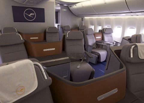 Tilfellene av smitteoverføring, som nevnes i de to studiene, skjedde på businessklasse. Illustrasjonsbildet viser businessklasse-seksjonen til et Lufthansa-fly, og er ikke tilknyttet noen av de nevnte smittetilfellene.