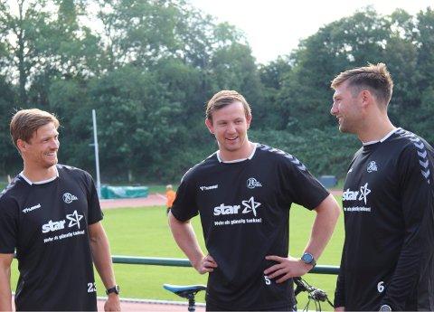 Sander Sagosen (midten), Harald Reinkind (til høyre) og Rune Dahmke får full hall i ryggen når sesongen tar til. Foto: Christian Robohm / THW Kiel / NTB