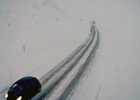 SNØ: Slik kan det ut på riksvei 52 over Hemsedalsfjell når snøen legger seg. Til helga venter meteorologene mye regn på Vestlandet og snø i fjellet i Sør-Norge.