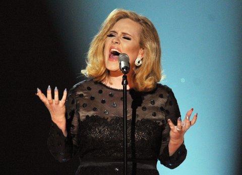 FINNES VIKTIGERE TING: Adele innrømmer at hun innimellom sliter med dårlig selvbilde, men sier at hun ikke lar det ta over livet hennes.