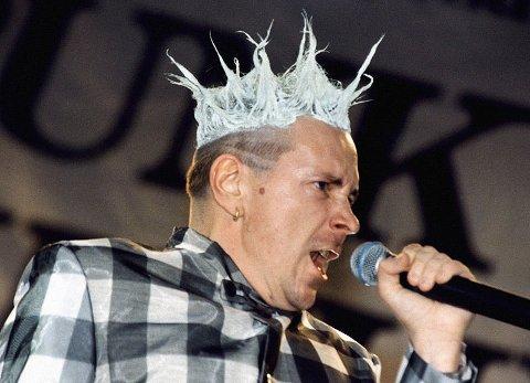 John Lyden og resten av Sex Pistols skal igjen gjøre comeback. Her fra en konsert i 1996.