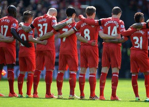 GLEMMES ALDRI: Liverpool-spillerne minnes de 96 som mistet livet i 1989.