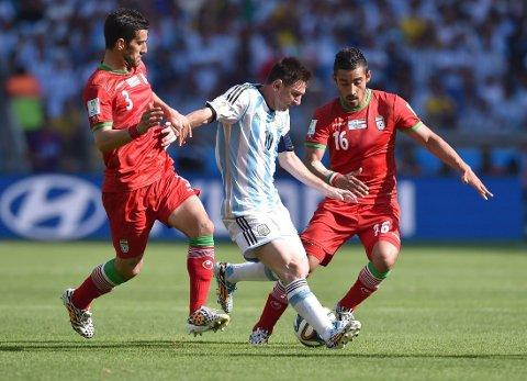"""REDNINGSMANN: For en ivrig gambler i USA ble Lionel Messi en reddende engel da han satte inn 1-0 til Argentina over Iran. Scoringen kom ett minutt på overtid og sørget for at argentinerne stakk av med seieren. Gambleren tjente """"kun"""" 183.000 kroner på sitt spill på 2.1 million kroner."""
