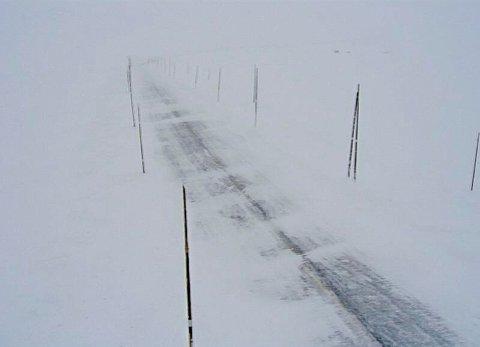 STENGTE VEIER: Rv7 ved Skulevika over Hardangervidda er en av fjellovergangene som er stengt torsdag på grunn av uværet.