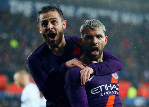 REDDENDE ENGEL: Sergio Agüero og Bernardo Silva kunne feire Manchester Citys snuoperasjon etter en thrilleravslutning mot Swansea i FA-cupen.