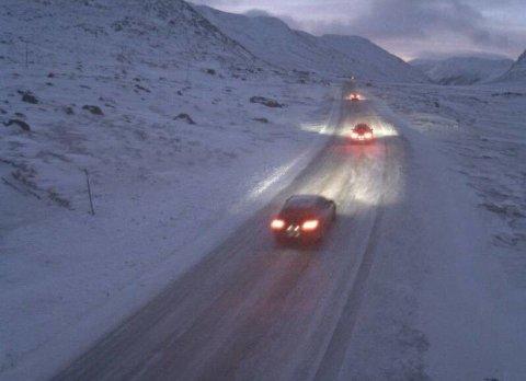 Riksvei 52 over Hemsedalsfjell fredag morgen.