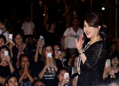 Den thailandske prisenssen Ubolratana Mahidol avbildet i 2017 i Bangkok. Hun beklager å ha stilt som statsministerkandidat etter at lillebror og nåværende konge,Maha Vajiralongkorn, refset henne i en offfisiell melding fredag 9. februar.