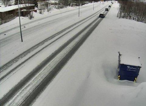 BYTTES OM: Rollene byttes om. Slik var situasjonen i Tromsø før helga. Nå er det fylker i Sør-Norge som kan vente seg snø.