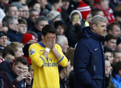 FÅR KRITIKK: mesüt Özil får gjennomgå i englesk presse etter at Arsenal røk ut av Champions League.