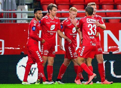 UTGJORDE FORSKJELLEN: Deyver Vega (til venstre) ordnet Branns niende hjemmeseier for sesongen med matchvinnermålet mot Tromsø på Brann stadion.