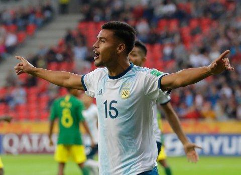 Fausto Vera feirer scoringen sin mot Sør-Afrika i åpningskampen i U20-VM. (AP Photo/Sergei Grits)