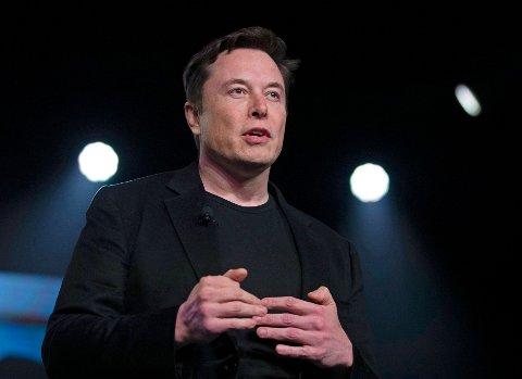 MUSK FORSVARER SEG I SØKSMÅL FRA GROTTEDYKKER: Tesla-sjef Elon Musk nekter for at han bokstavelig talt anklaget britisk dykker som hjalp til i Tham Luang-grotten dykker for å være pedofil, på samme måte som Unsworth ikke mente det bokstavelig da han ba Musk «putte ubåten der hvor det gjør vondt». Rettssaken er forventet å vare fram til fredag.