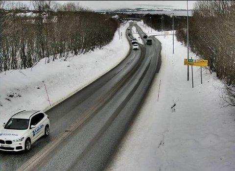 FREDAG FORMIDDAG: Bor du i Tromsø, har du garantert beholdt vinterdekkene på. Nå varsler meteorologen kaldere vær og snø også i Sør-Norge.