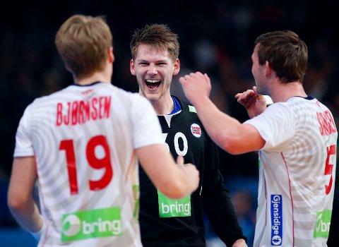 THRILLER: Det holdt så vidt, men Norge og keeper Torbjørn Bergerud kvalifiserte seg for VM-finale mot Frankrike på utrolig spennende vis. Det ga håndballgutta et skred av gratulasjoner og hyllinger i sosiale medier.