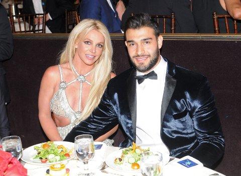 STØTTER KJÆRESTEN: Britney Spears får støtte av kjæresten Sam Asghari etter at det i helgen ble sluppet et oppsiktsvekkende dokumentar om henne.
