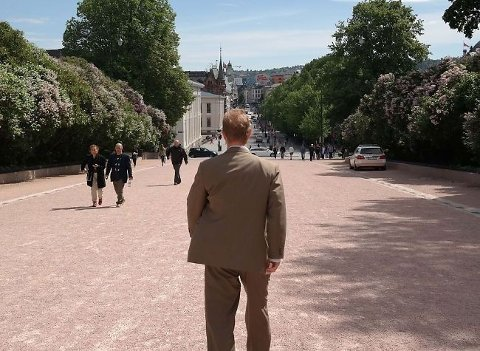 Når jeg passerer Slottet, og kan skimte Stortinget, er en daglig påminnelse om hvorfor jeg er her, sier Tor André Johnsen (Frp) på vei fra leiligheten han fikk tildelt i Grønnegata. Akkurat slik han ønsket.