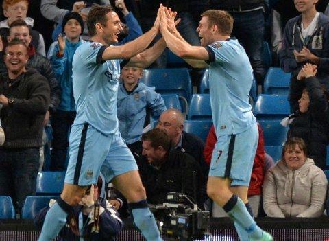 I MÅLFORM: Frank Lampard og James Milner feirer Manchester Citys første scoring.