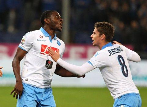REDDET POENG: Duvan Zapata og Jorginho feirer for Napoli.