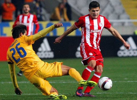 SEIER NUMMER NI: Tarik Elyounoussi og Olympiakos måtte jobbe hardt, men vant oppskriftsmessig mandag. Dette bildet er fra europligamøtet med APOEL i forrige uke.