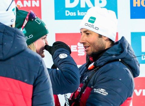 TOK TIL TÅRENE: Marte Olsbu Røiseland, her sammen med trener r Patrick Oberegger.