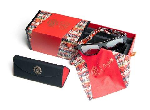 SPESIALBRILLER: Maui Jim har inngått et samarbeid med Manchester United og har i den forbindelse laget spesiallagde solbriller som hyller 1999-sesongen der de rødkledde vant «the treble».