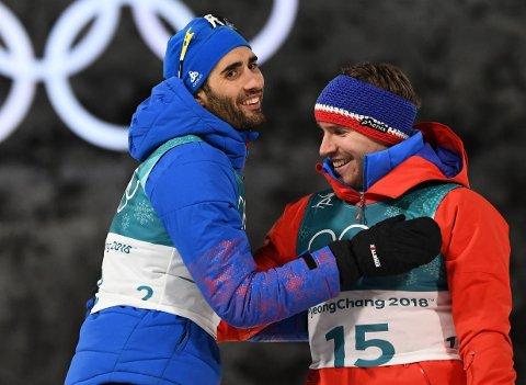 LEGENDER: Skiskytterstjernene Martin Fourcade og Emil Hegle Svendsen. Her fra fellestarten under OL i Pyeongchang, der Fourcade vant og Svendsen tok bronsemedaljen.