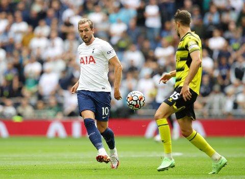Tottenhams store stjerne: Tottenhams Harry Kane i aksjon mot Watfords Craig Cathcart under kampen på Tottenham Hotspur Stadium 29.august.