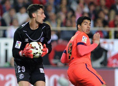 MÅLLØS: Luis Suarez gikk målløs av banen da Barcelona rotet vekk tomålsledelsen mot Sevilla på lørdag.