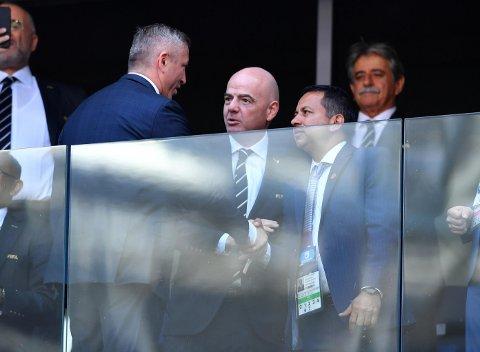 REVOLUSJON: FIFA-president Gianni Infantino, her til stede under VM-kampen mellom Costa Rica og Serbia, kan komme til å revolusjonere fotballverden når han samler fotballtopper fra hele verden til møte allerede neste uke.
