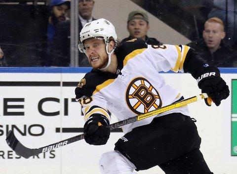 David Pastrnak er brennhet. Han har scoret 15 mål på 17 kamper så langt i NHL. Det gjør ham til toppscorer i ligaen.