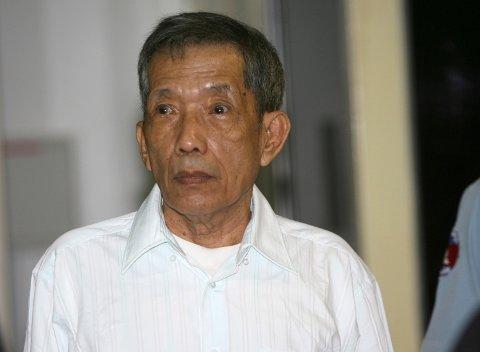 Kaing Guek Eav, bedre kjent som bror Duch, døde tidlig onsdag morgen. Duch, som var torturleder ved det beryktede Tuol Sleng-fengselet under folkemordet i Kambodsja på 70-tallet, ble 77 år gammel. Foto: Mak Remissa / AP / NTB scanpix