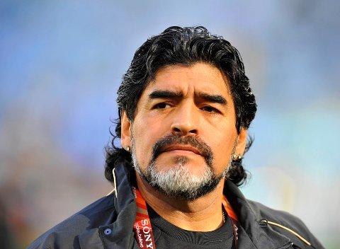 DØDE AV HJERTESVIKT: Diego Maradona ble 60 år. Her som trener for Argentina under VM i 2010.