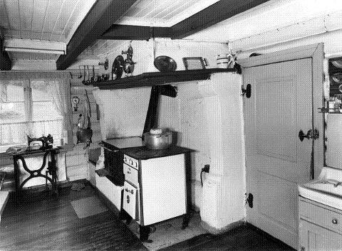 Kjøkkenet på Bleikøya der de fikk lage til sin mat. Foto: Riksantikvaren