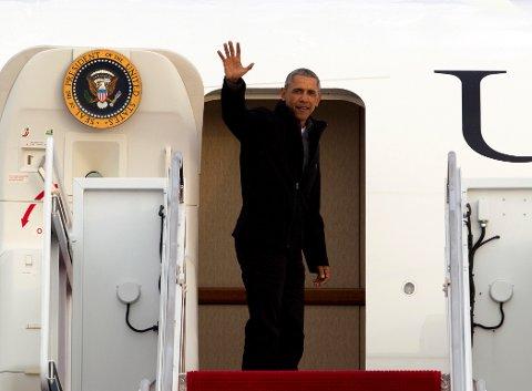 President Barack Obama vinker farvel 7. januar før avreise til Jacksonville i Florida. 20. januar tas etterfølgeren, republikaneren Donald Trump, i ed som USAs 45. president.