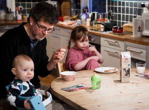 FÅR MER: Både barnetrygden og engangsstønaden økes i 2019. Ved 80 prosent permisjon blir dessuten pappapermen utvidet. Illustrasjonsbilde.