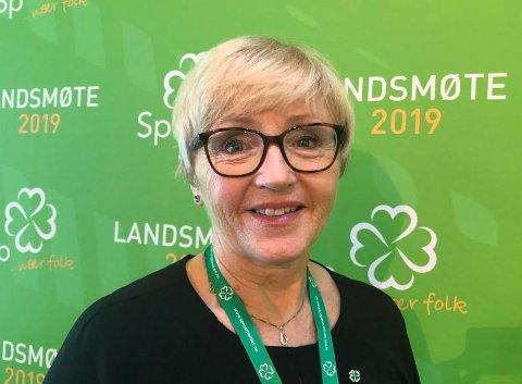 Tidligere Sp-leder Liv Signe Navarsete stråler på Sps landsmøte på Hamar.
