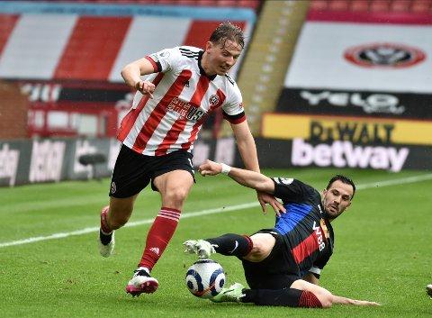 Sander Berge i duell med Luka Milivojevic. Foto: Rui Vieira / AP / NTB