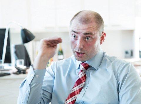 ÅPNER FOR UNNTAK: Vikarer kan ende opp med å få lavere lønn enn bedriftenes egne ansatte, dersom regjeringen og arbeids- og sosialminister Robert Eriksson (Frp) får gjennom sitt forslag.