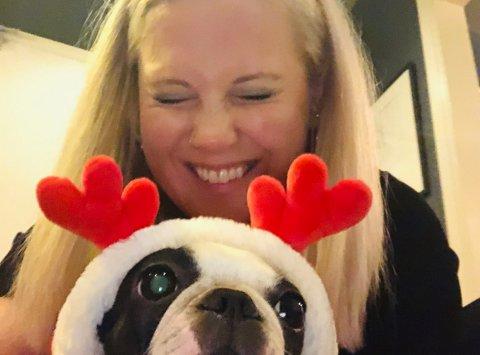 JULEMAT MED EN TWIST: Kimberly Larsen spicer opp pinnekjøttet når hun inviterer hjem til jul. Foto: Privat