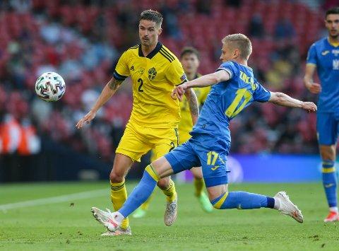 Mikael Lustig gir seg på det svenske landslaget. Foto: Robert Perry / AP / NTB