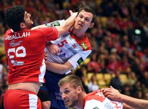KJEMPER FORAN BEGGE MÅL: Sander Sagosen (øverst), lagkaptein Bjartre Myrhol og Norge kom godt i gang med VM med en solid seier over Tunisia.