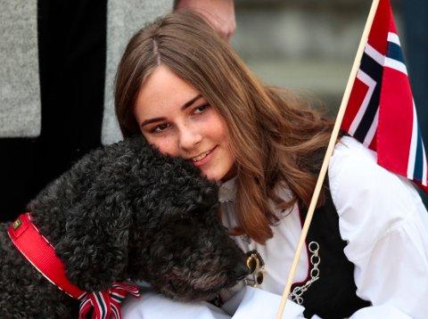 Prinsesse Ingrid Alexandra fotografert i bunad på 17. mai 2019. Til konfirmasjonen den 31. august har hun fått en ny bunad i gave fra kongeparet.