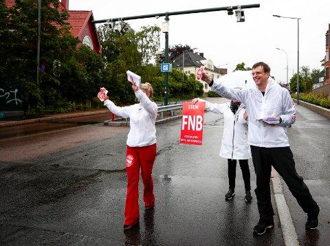 UTMELDING: FNBs førstekandidat i Oslo i valget, Bjørn Revil (t.h.) og andre kandidat Cecilie Lyngby i Folkeaksjonen Nei til mer bompenger (FNB) mister en av sine bystyrekolleger, som nå har meldt seg ut av FNBs bystyregruppe.