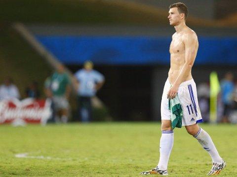 BLE SNYTT: Bosnia-Hercegovina og Edin Dzeko er ute av VM etter å ha fått et mål feilaktig avblåst for offside.