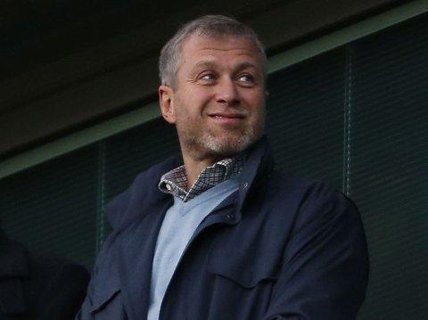 MEDIESKY: Roman Abramovitsj, milliardær og eier av fotballklubben Chelsea, skyr mediene, mens datteren deler raust fra sitt liv på sosiale medier.