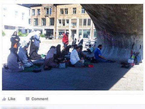 TURISTER: Dette var bildet som utløste muslimhets da det postet på Facebook-sida til Fredrikstadavisa.