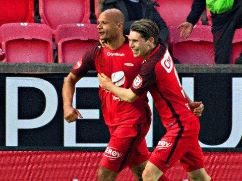PREGER KAMPENE: Daniel Braaten (til venstre) kunne feire 4-1-målet mot Molde på Brann stadion sammen med Kasper Skaanes