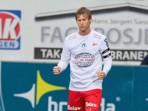 DEGRADERT: Ulrik Flo og Fredrikstad må ned et nivå til 2.-divisjon etter nok en skuffende forestillling.