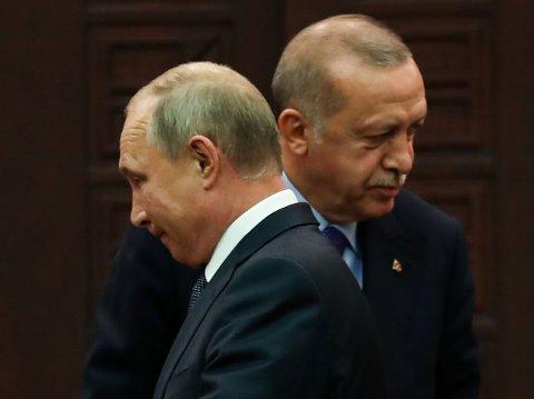 VIL MØTES: Tyrkias president Recep Tayyip Erdogan har takket ja til invitasjonen fra Russlands president Vladimir Putin om et møte for å diskutere situasjonen i Nord-Syria.